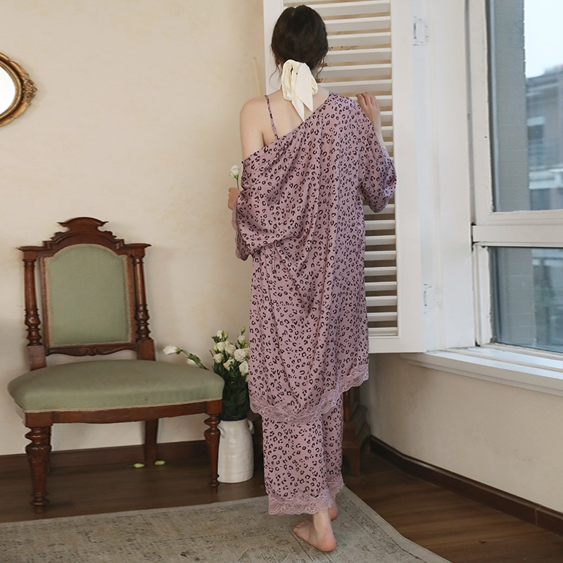 チャーミング Vネック セットアップ レース 花柄 長袖パジャマ・薄手 パジャマ